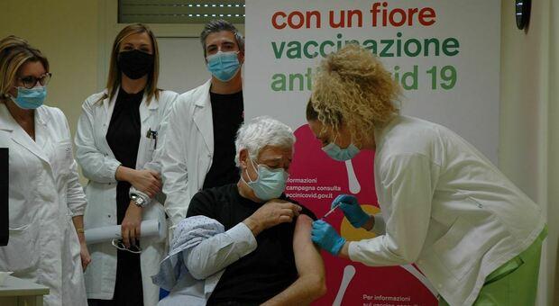 Lotta al Covid: ospedale di Foligno, somministrate al personale sanitario dell'Azienda Usl Umbria 2 le prime 40 dosi del nuovo vaccino Moderna