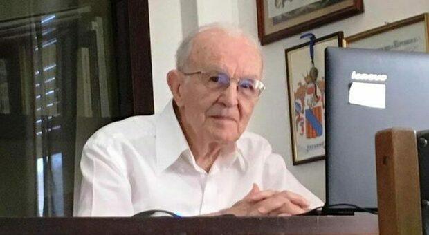 Palermo, nonno Giuseppe si laurea a 97 anni: «Ora la magistrale»