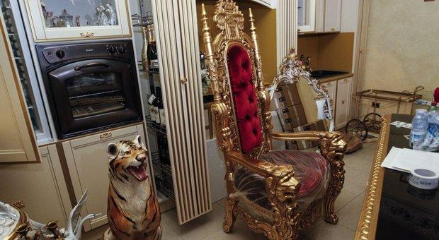Casamonica da palazzo chigi un idea esporre trono e - Nascondigli segreti in casa ...