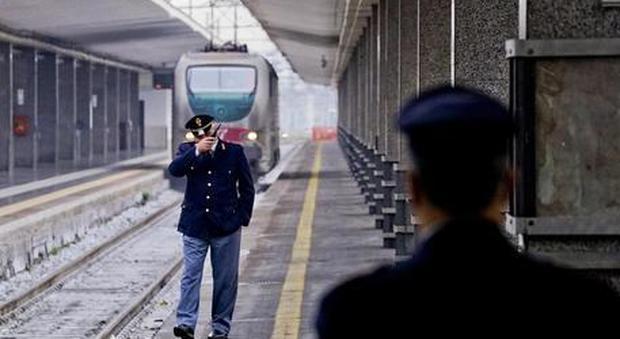Brindisi, ragazzo violentato in stazione mentre aspetta il treno, due arresti
