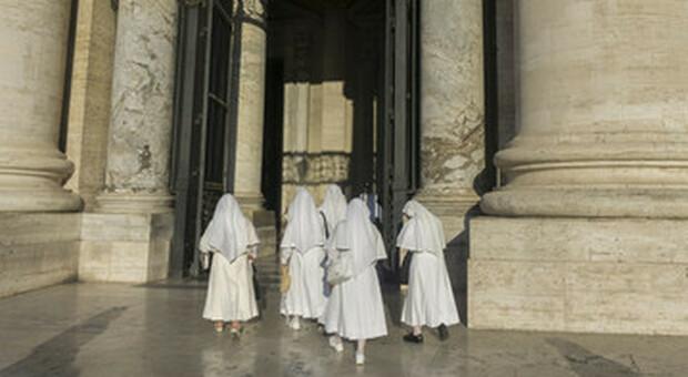Papa Francesco: «donne non hanno le opportunità degli uomini» ma lui nega loro il voto al sinodo