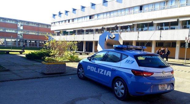 Spray urticante in una scuola a Pavia: trenta studenti intossicati