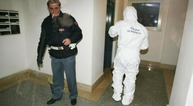 La polizia dopo l'omicidio di Massimiliano Moro il 25 gennaio 2010
