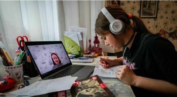 Didattica a distanza: una famiglia su tre in difficoltà, dalla mancanza di dispositivi all'assenza di connessione