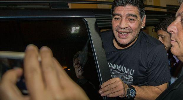 Terremoto, appello di Maradona per le popolazioni colpite dal sisma: «Il 12 ottobre tutti all'Olimpico»