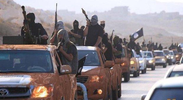 Isis, l'Egitto interviene via terra a Derna: «Catturati 55 miliziani». Oggi vertice Onu