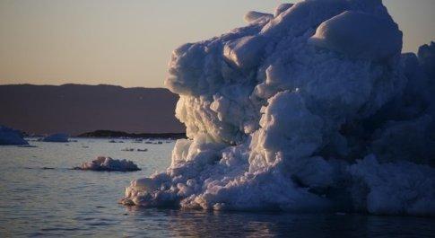 La Groenlandia perde 2 miliardi di tonnellate di ghiaccio in un solo giorno (foto Ansa)