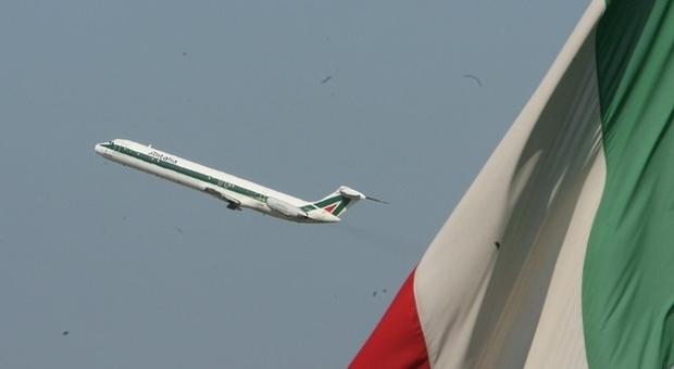 Trasporto aereo, domani sciopero di 4 ore. Alitalia cancella 95 voli