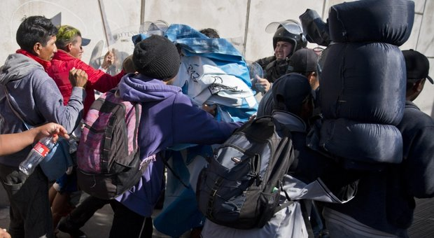 Trump: contro carovana migranti se serve usare la