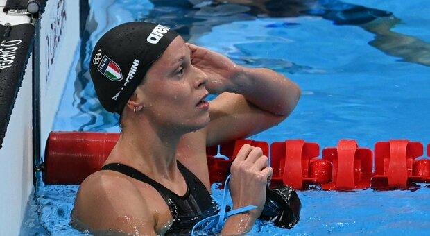 Federica Pellegrini delude ma è in semifinale: «Devo cambiare registro». Argento nella 4x100 stile libero, il nuoto azzurro fa la storia