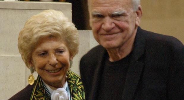 Milan Kunder con Helene Carrere d'Encausse
