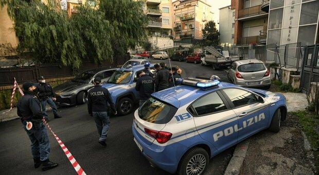 Roma, inseguimento con spari e speronamento a San Pietro: un agente e un malvivente feriti