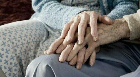 Covid, 100 sopravvissuti alla Shoah ricevono il vaccino: il più anziano ha 102 anni