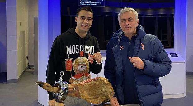 Tottenham, Reguilon ringrazia Mourinho: «A Natale ero solo e ha pensato a me»