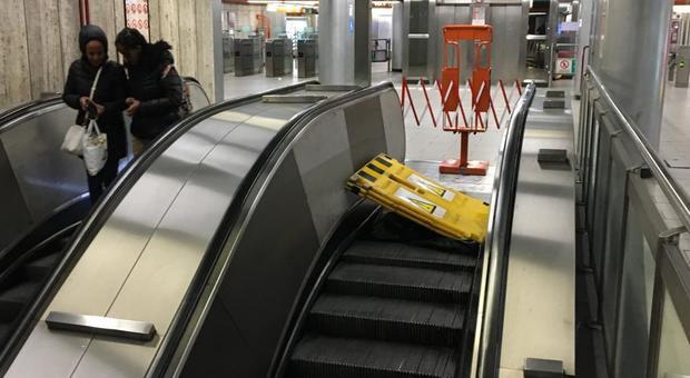 Roma, scale della metro A, ripartono i disagi: Furio Camillo bloccata