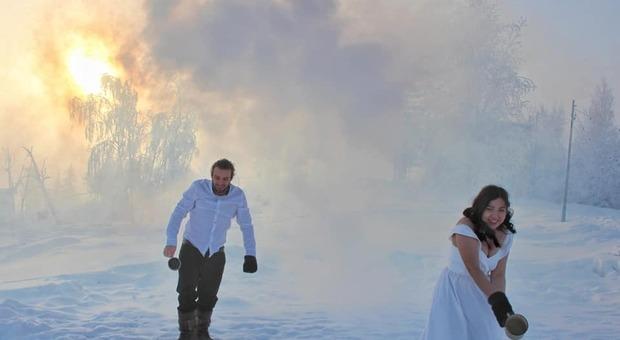 Dopo 64mila chilometri in bicicletta Lorenzo Barone si ferma e sposa Aygul in Siberia: «Ora ho una famiglia nel luogo più freddo del mondo»