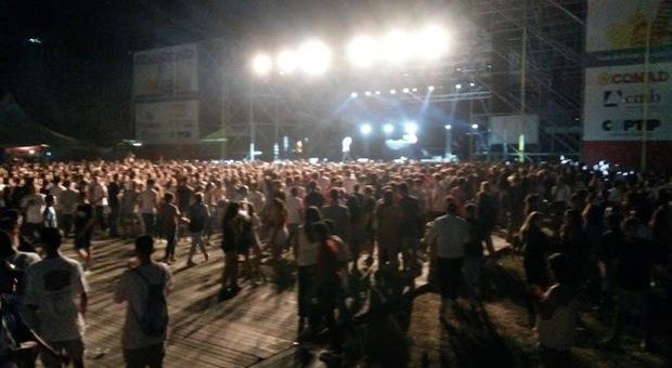 Spray urticante al concerto di Salmo come a Corinaldo: rubata una collanina, due giovani medicati