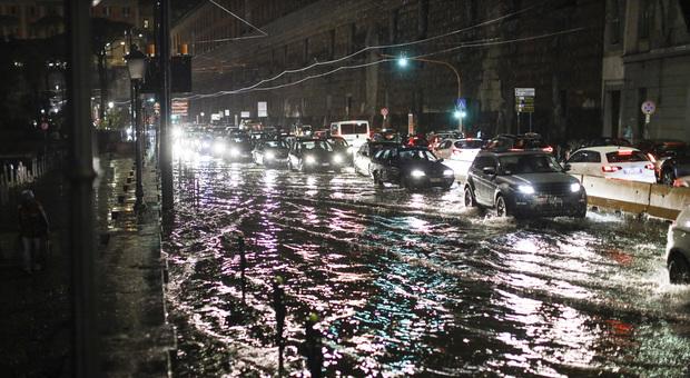 Scuole chiuse a Napoli anche domani: prolungata l'allerta meteo arancione