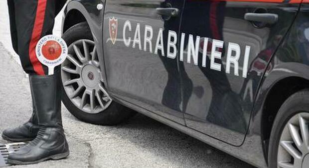 Roma, incontra l'ex per strada, la sequestra e la picchia: arrestato 23enne