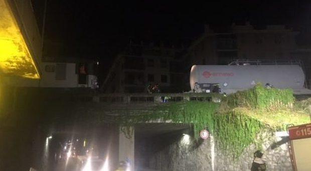Rapallo, deraglia treno merci con materiale infiammabile