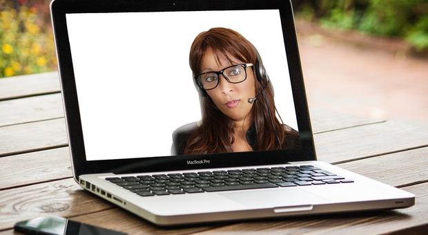 """""""Zoom fatigue"""": lo stress da videochiamate colpisce di più le donne"""