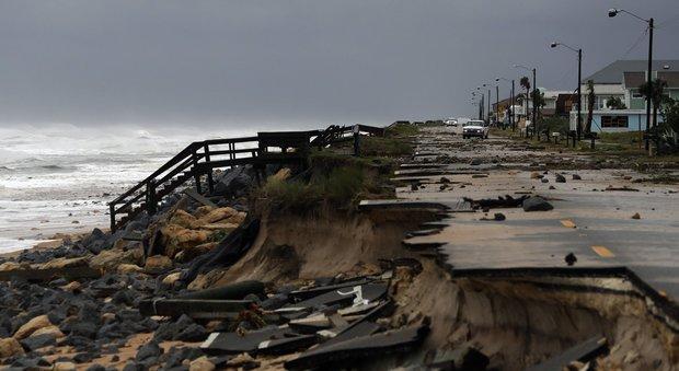 Usa, l'uragano Matthew arriva in Carolina del Sud. Oltre 900 i morti