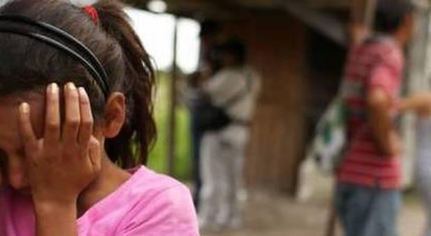 Ragazza di 21 anni violentata da un branco di dieci uomini