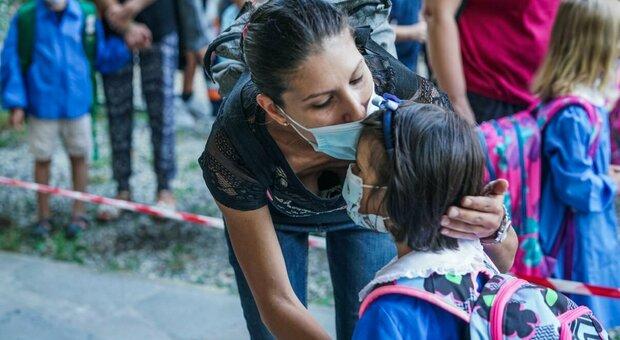 Covid Roma, bambina di 11 anni in isolamento per contatto con un positivo. La mamma: «Piange e si sente sola»