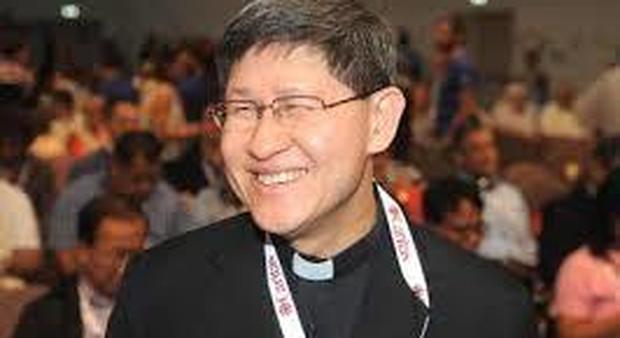 Ribaltone in curia, il Papa nomina a capo di tutte le missioni del mondo il cardinale filippino Tagle