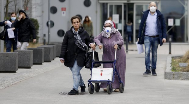 Coronavirus, Iss: «81 anni l'età media morti italiani, 2 su 3 con patologie pregresse»
