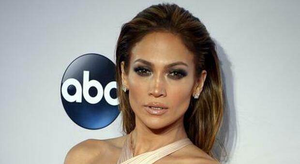 Chirurgia plastica del seno, cambiano i canoni: «Ora i modelli sono Belen, Salma Hayek e Jennifer Lopez»