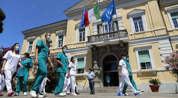Nel Lazio 1.164 nuovi casi (+322), 49 vittime (-3). Tasso di positività al 4%. A Roma 500 contagiati