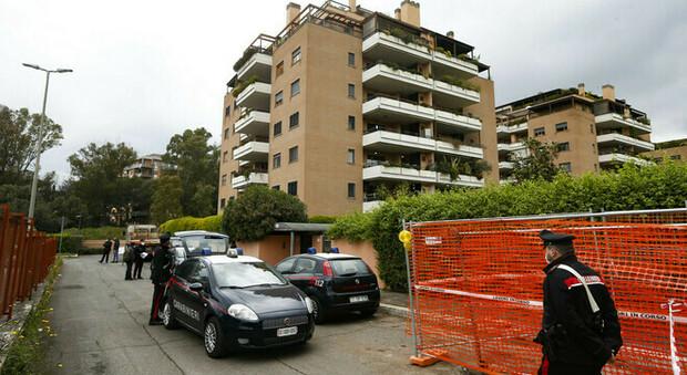 Roma, incendio in un appartamento all'Eur: morta una donna, grave il figlio