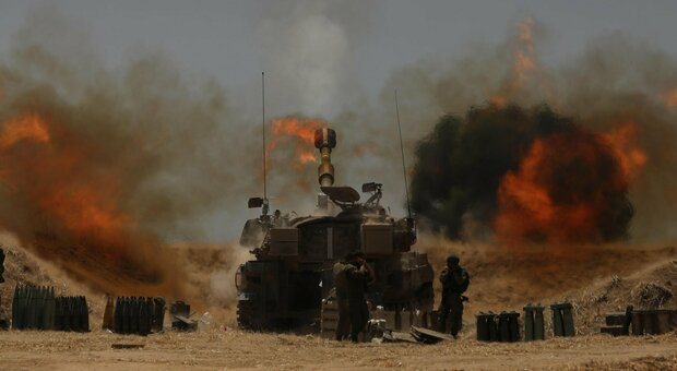 Israele e Gaza, è guerra: razzi sull'aeroporto di Tel Aviv. Gantz: «No al cessate il fuoco»