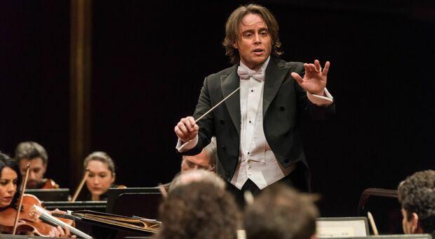Il direttore d'orchestra Michele Mariotti