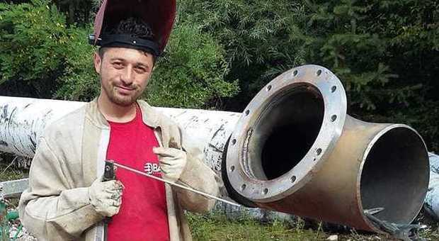 Esplosione al distributore di benzina, muore un ragazzo di 29 anni