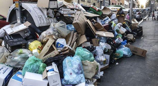 Roma, rifiuti in strada: l emergenza durerà almeno un altro mese