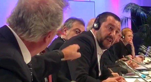 Salvini, lite sui migranti con il ministro del Lussemburgo che sbotta: «Et merde alors!»