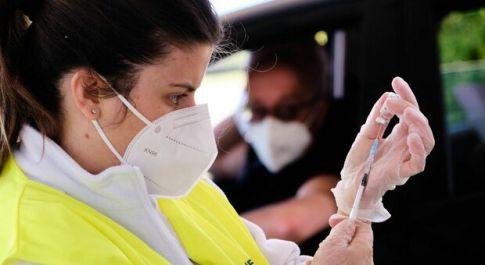 Vaccini Lazio, prenotazione per chi ha 58-59 anni dal 30 aprile: dove e quale siero scegliere