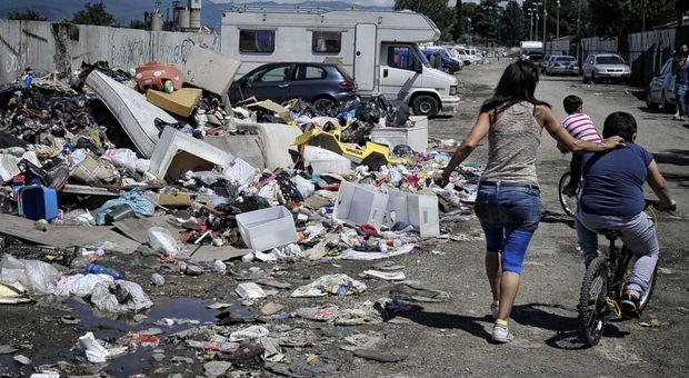 Lista di bimbi di etnia rom senza Isee, scoppia il caso a Roma. Campidoglio: «Procedura interna»