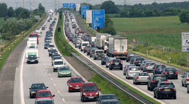 Autostrade, limite a 150 all ora nei tratti a 3 corsie. «Non ci sarà meno sicurezza»