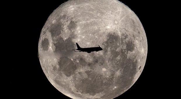 """La Nasa torna sulla Luna, costruirà un trampolino di lancio per """"conquistare"""" Marte"""