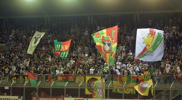 Arrestati per spaccio, daspo per due tifosi della Ternana: lontano dagli stadi per 10 anni