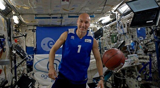Cervicale, l'Agenzia spaziale europea: «Via dalla sedia, fate come gli astronauti»