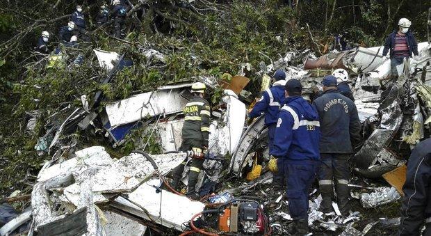 Aereo precipitato in Colombia, il pilota ha cambiato piano di volo: «È rimasto senza carburante»