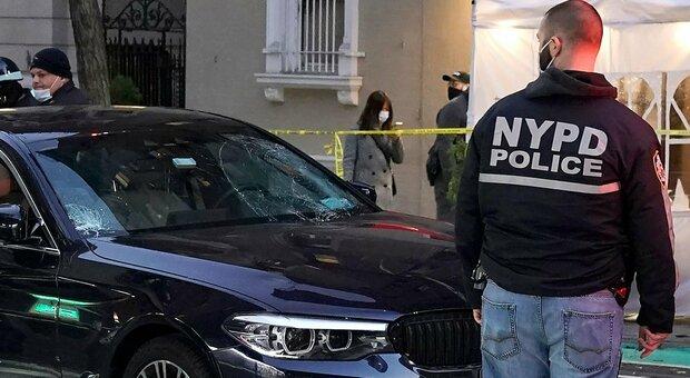 New York, spari davanti a cattedrale dopo coro Natale: uomo apre il fuoco contro gli agenti ma è ferito