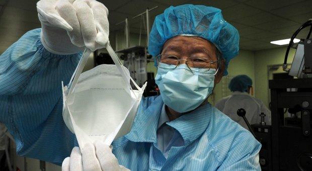 Coronavirus, il genetista assicura: «Si estinguerà isolando tutti gli infetti»