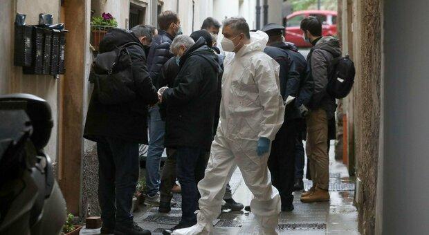 Firenze: cadaveri in casa, madre morta per malattia e figli suicidi
