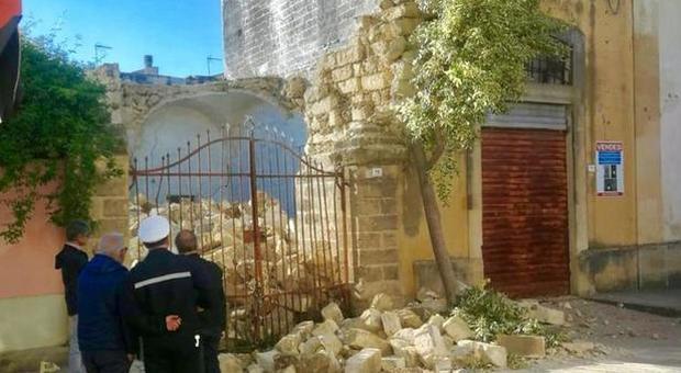 Un boato e tanta paura: crolla una casa in centro ad Aradeo, in provincia di Lecce