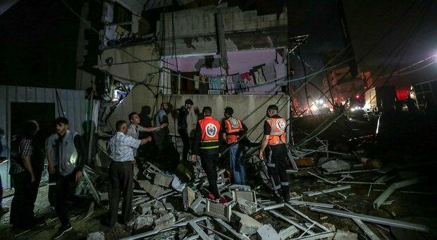 Gaza, l'esercito israeliano: «Colpita la casa del capo di Hamas Sinwar»: il video su Twitter
